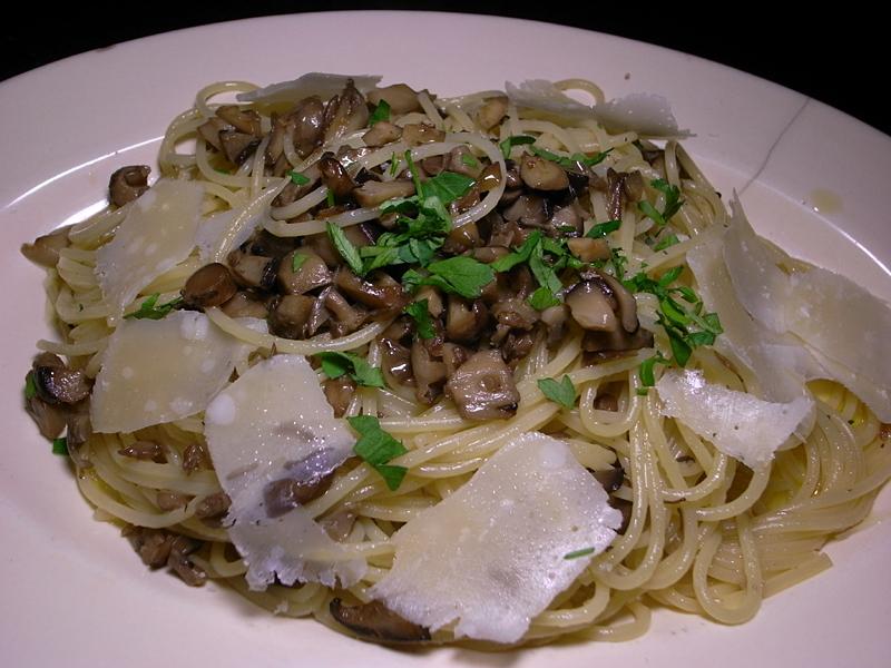 R0033785_spaghetti_ai_fungi