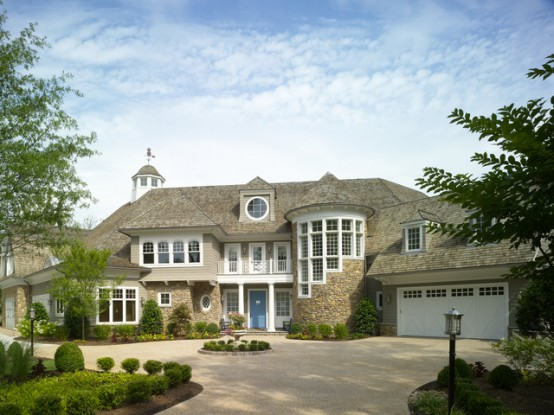 Shingle-style-family-vacantion-retreat-house-1-554x415