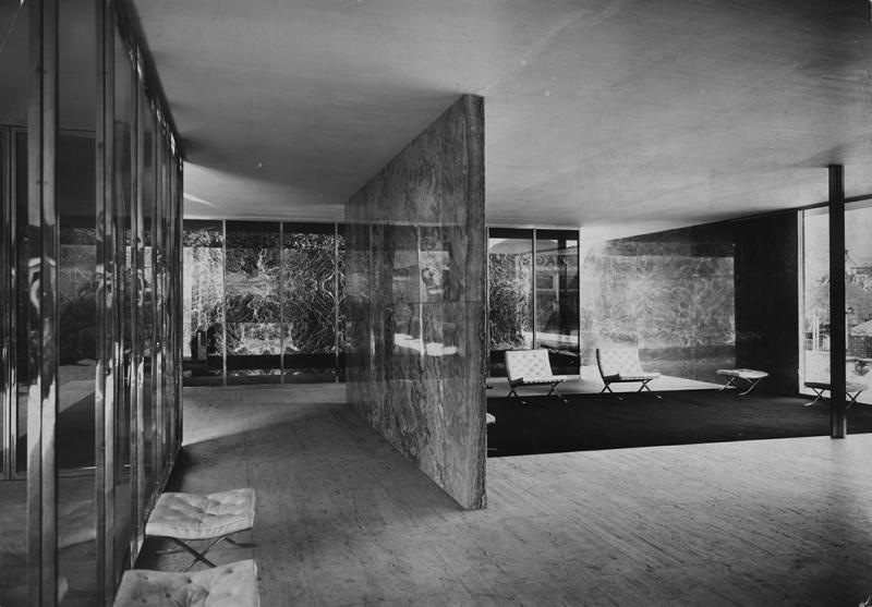 Frampton_barcelona_pavilion_interior_1060