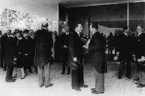Mies y Alfonso XIII