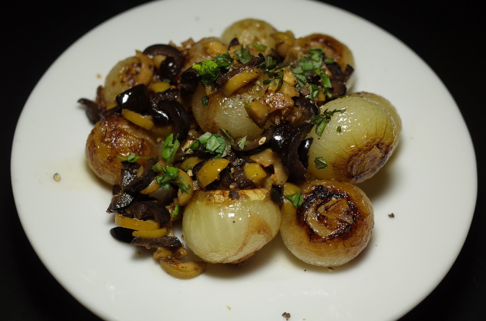 R0056311_Petis oignons braises aux olives