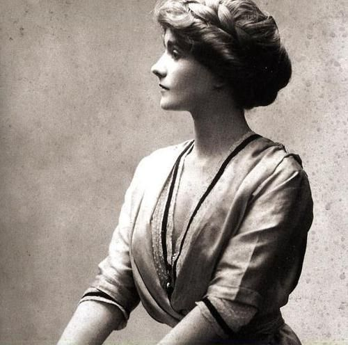 Coco-chanel-at-age-23-1347911218_b