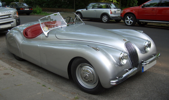 Jaguar_XK120_front_top